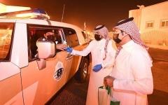 الصورة: للوقاية من كورونا.. توزيع المُعقمات مجاناً في السعودية