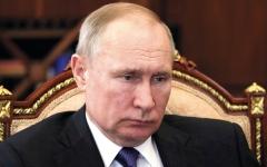 الصورة: بوتين قرر «العمل عن بُعْد» بسبب انتشار «كورونا»