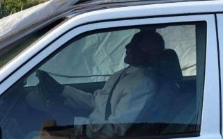 """الصورة: دفن """"زعيم إفريقي"""" بسيارته المرسيدس"""