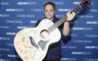 الصورة: وفاة الموسيقي العالمي آدم شليزنجر بسبب فيروس كورونا