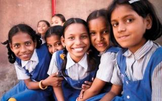 الصورة: طالبة كشميرية تشكو حالها في رسالة إلى رئيس الوزراء الهندي