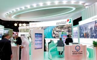 الصورة: اقتصادية دبي تخالف 9 صيدليات ومورّدَين رفعوا أسعار الكمّامات