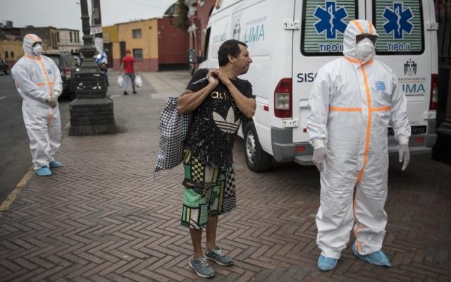 الصورة: شربوا كحولاً للوقاية من كورونا.. وفاة 16 شخصاً في البيرو