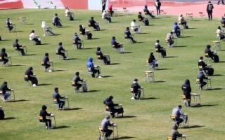 كوريا الجنوبية تستخدم ملاعب كرة القدم لأداء امتحانات العام الدراسي