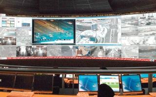 الصورة: شرطة دبي تتلقى 27 ألف مكالمة يومياً على رقم الطوارئ منذ بداية أزمة «كورونا»