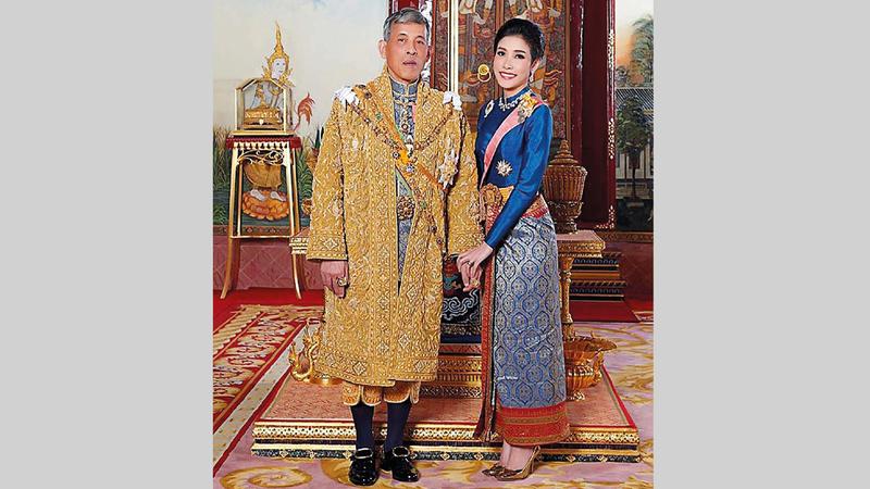 الملك والملكة في صورة رسمية. من المصدر