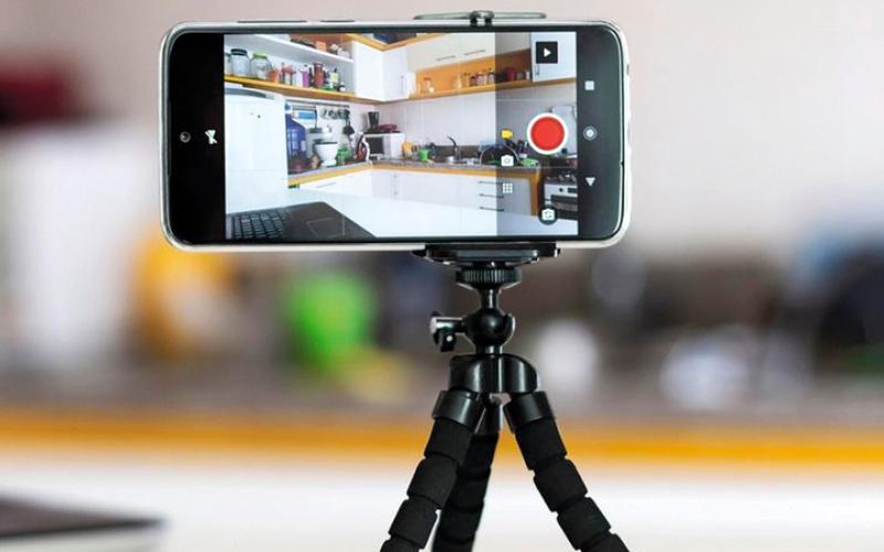 الصورة: استعمال الهاتف الذكي كاميرا «ويب»