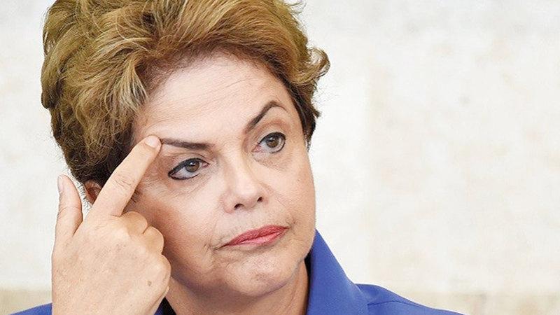 ديلما روسيف بكت بعد أن كشفت لجنة تقصي حقائق عن اغتيالات ممنهجة وعمليات تعذيب زمن الدكتاتوريات.    أرشيفية