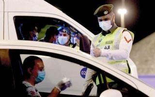 الصورة: بالفيديو.. موقف إنساني من شرطة دبي يبكي طبيبة شابة