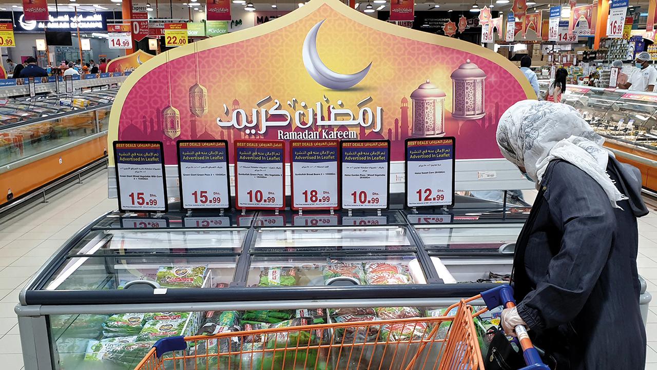 وفرة المخزون والتوسع في التوريد دعما استمرار حملات التخفيض طوال رمضان. تصوير: أسامة أبوغانم