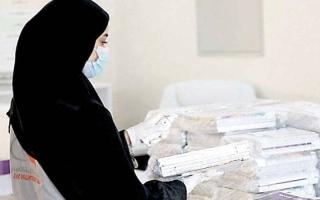 الصورة: «التربية» تنقل الكتب معقمة إلى منازل الطلبة في دبي