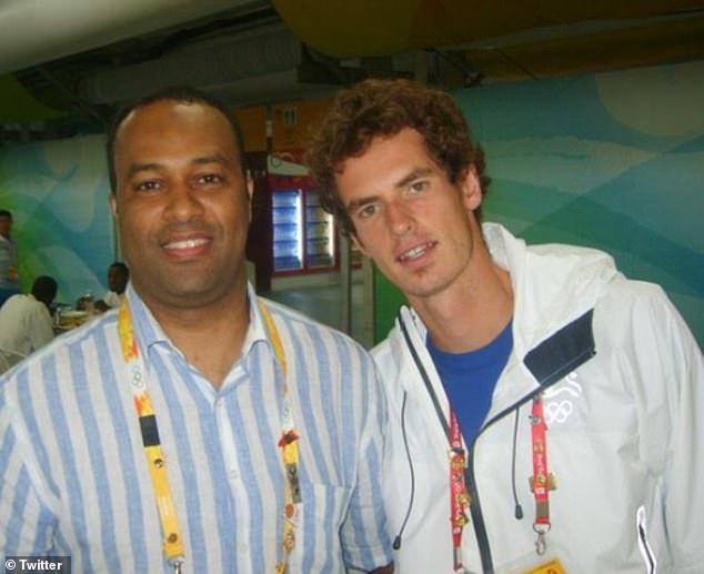 بنا علي مع نجم التنس البريطاني اندي موراي.