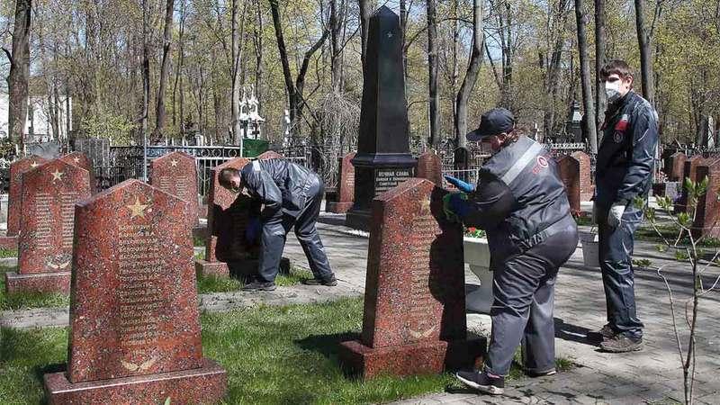 أغلقت المقابر في موسكو لتفادي العدوى بالفيروس.  أرشيفية