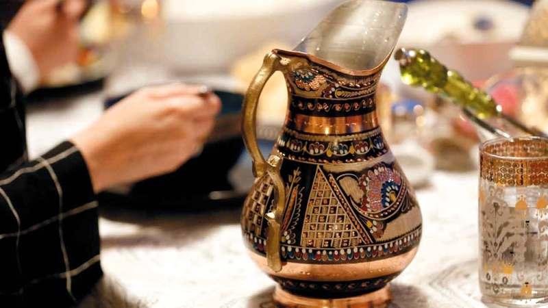 تجمّعات الإفطار والسحور حلت مكانها طقوس مختلفة. الإمارات اليوم