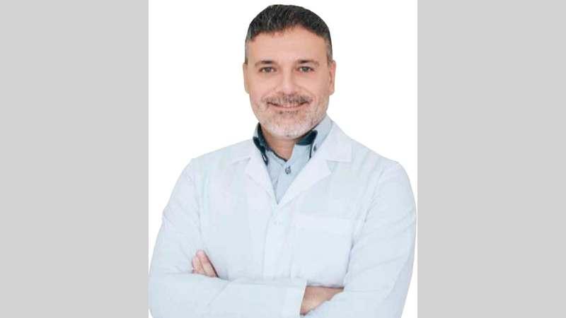 أخصائي الجراحة التجميلية والترميمية الدكتور مازن عرفة.  من المصدر