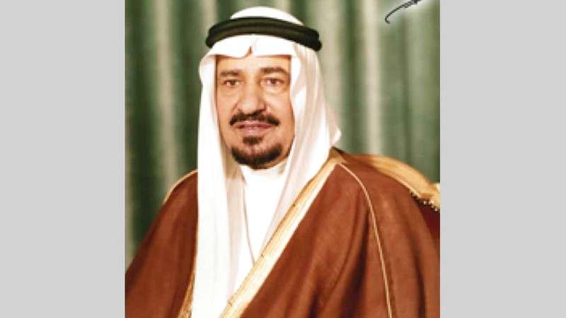خالد بن عبدالعزيزأهدى الطبلاوي قطعة من كسوة الكعبة. ■ أرشيفية
