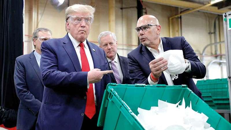 ترامب زار مصنعاً للكمامات دون أن يلتزم بإجراءات السلامة المتبعة. ■ أرشيفية
