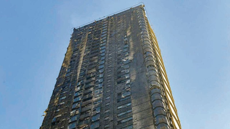 الحريق بدأ بالطابق السكني الأول وامتد للطوابق العلوية بسبب الكسوة القديمة للبرج. الامارات اليوم