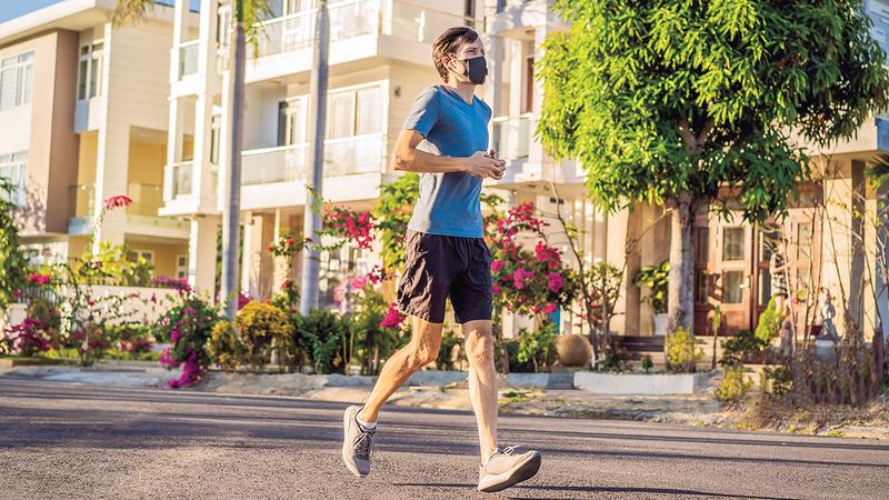 ممارسة الرياضة تنشط الدورة الدموية وتقوي نظام المناعة. من المصدر