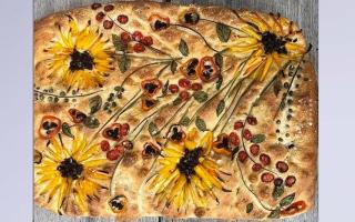 """الصورة: الحجر المنزلي لـ""""كورونا"""" يحول الخبز للوحات فنية"""