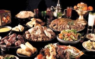 الصورة: 5 أسباب لزيادة الوزن في رمضان