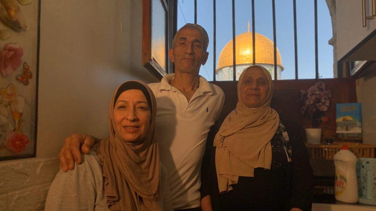 عائلة أبو نجمة تتشبث بمنزلها رغم إغراءات الاحتلال.