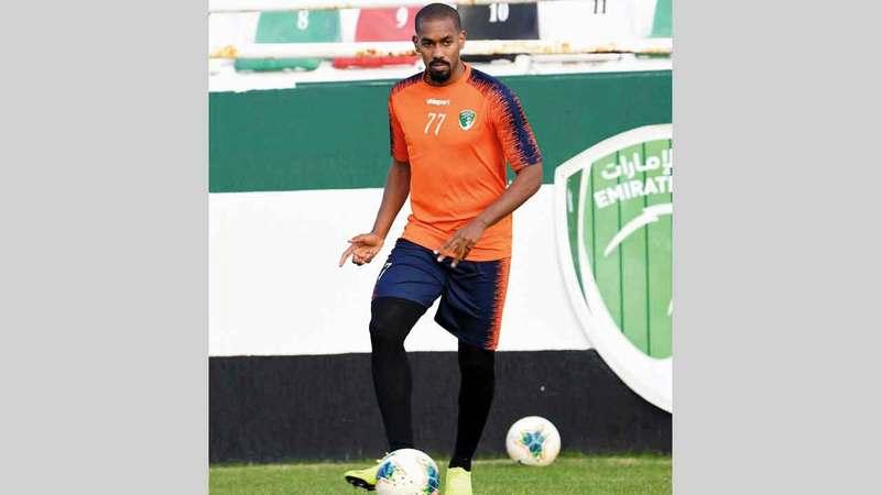 لاعب فريق الإمارات محمد جمال.  من المصدر