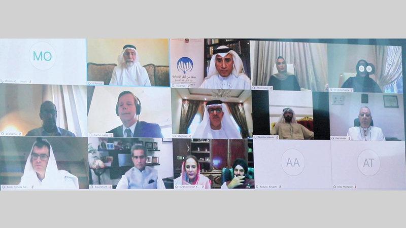 قادة دينيون خلال المشاركة في بث حيّ للدعاء والصلاة من أجل الإنسانية.  من المصدر