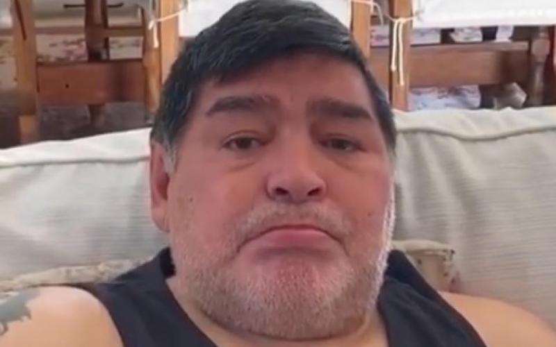 الصورة: بالفيديو.. مارادونا بالدموع يطالب الناس بدعم الفقراء
