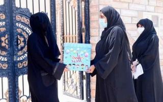 الصورة: توزيع كسوة العيد على أسر 22 من نزلاء «العقابية» في الشارقة