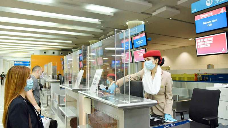 تم تركيب حواجز واقية على «كاونترات» إجراءات السفر و«كاونترات» مراقبة الجوازات. ■ من المصدر