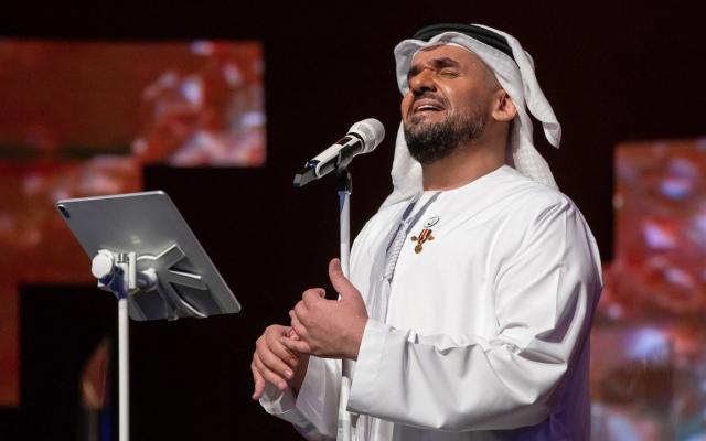 الصورة: حسين الجسمي يعايد الجمهور وينثر الفرح ببث حي من أبوظبي
