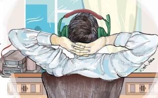 """الصورة: هل يضاعف """"كورونا"""" احتمالات إصابة الشباب في الإمارات بالإعاقة السمعية؟ الطب يجيب"""