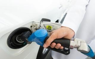 الصورة: استقرار في أسعار البنزين خلال يونيو المقبل