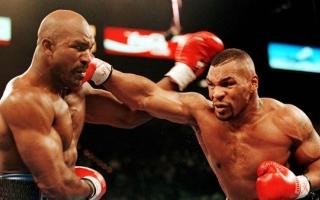 الصورة: بالفيديو.. شجار عنيف لتايسون في أول ظهور له بعد العودة إلى الملاكمة