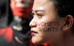 الصورة: انتقادات لوزير إندونيسي لتشبيهه الزوجات بفيروس «كورونا»