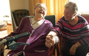 الصورة: 10 نصائح لدعم كبار السن نفسياً