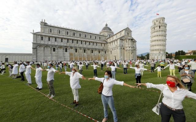 الصورة: مؤشر للأمل من إيطاليا.. إعادة فتح برج «بيزا» المائل