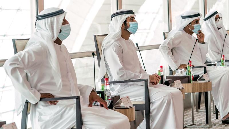 ولي عهد دبي خلال ترؤسه اجتماع المجلس التنفيذي. وام