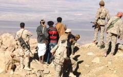 الصورة: الجيش يسيطر على تباب استراتيجية في 3 مناطق بنهم صنعاء