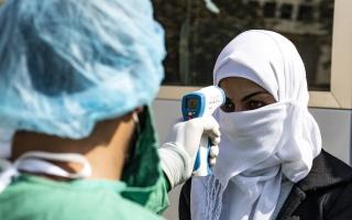 الصورة: العراق: 55 حالة وفاة و2554 إصابة جديدة بفيروس كورونا