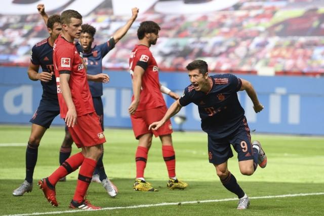 بايرن يقترب من لقب الدوري الألماني بفوز مثير على ليفركوزن