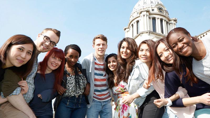 الطلاب الأجانب يدفعون رسوماً أكتر بكثير من نظرائهم البريطانيين. أرشيفية