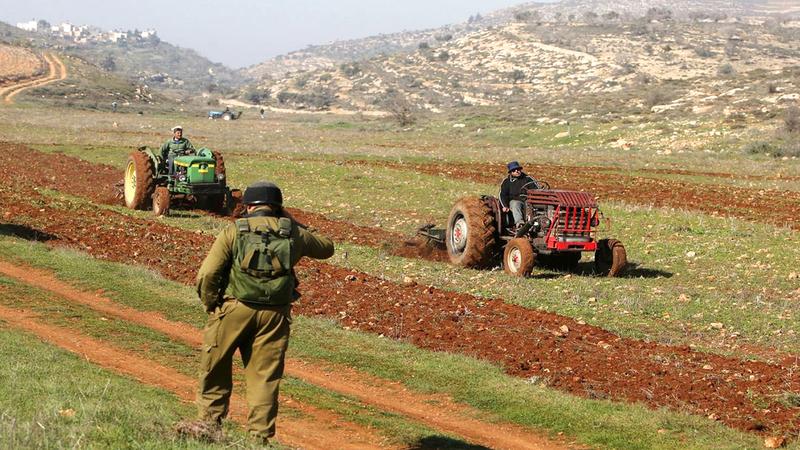 الاحتلال يطمع في بيت دجن لخصوبة الأرض والمياه الجوفية.  من المصدر