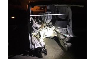 الصورة: شرطة رأس الخيمة تنجح في ضبط  6 آسيويين سرقوا 3 مركبات