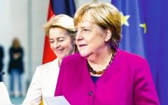 الصورة: ميركل وفون دير.. صديقتان تتوليان قيادة أوروبا