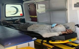 الصورة: شرطة رأس الخيمة تنقذ مواطناً في عقده الثالث على قمة جبل وادي غليلة