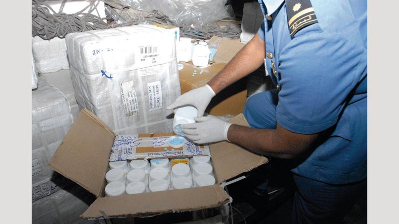 تم تزويد المراكز الجمركية لجمارك دبي بأحدث أجهزة الكشف عن المخدرات والتفتيش العالمية. من المصدر