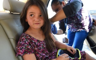 الصورة: «الصحة»: تطعيم 4 آلاف و 700 طفل من السيارة للوقاية من العدوى