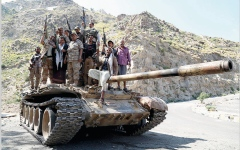 الصورة: الجيش اليمني يسيطر على مواقع في صعدة.. واحتدام المعارك بمحيط صنعاء